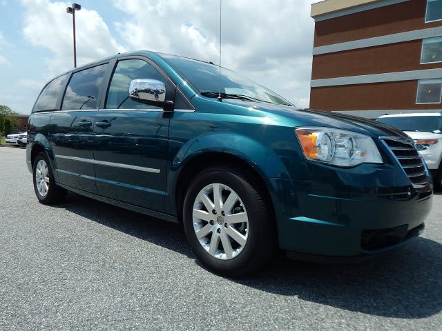 2009_chrysler_town_country_touring_columbus_ga_4410049441396847467
